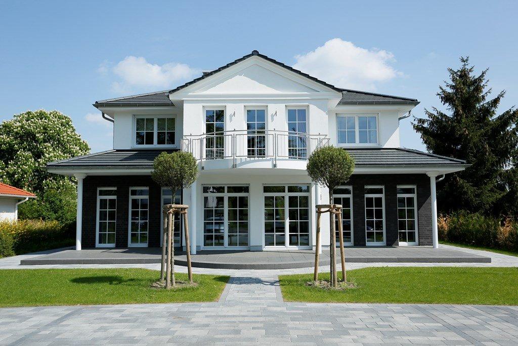 Villa Falkensee Heinz von Heiden repräsentativ Säulen Balkon Terrassen