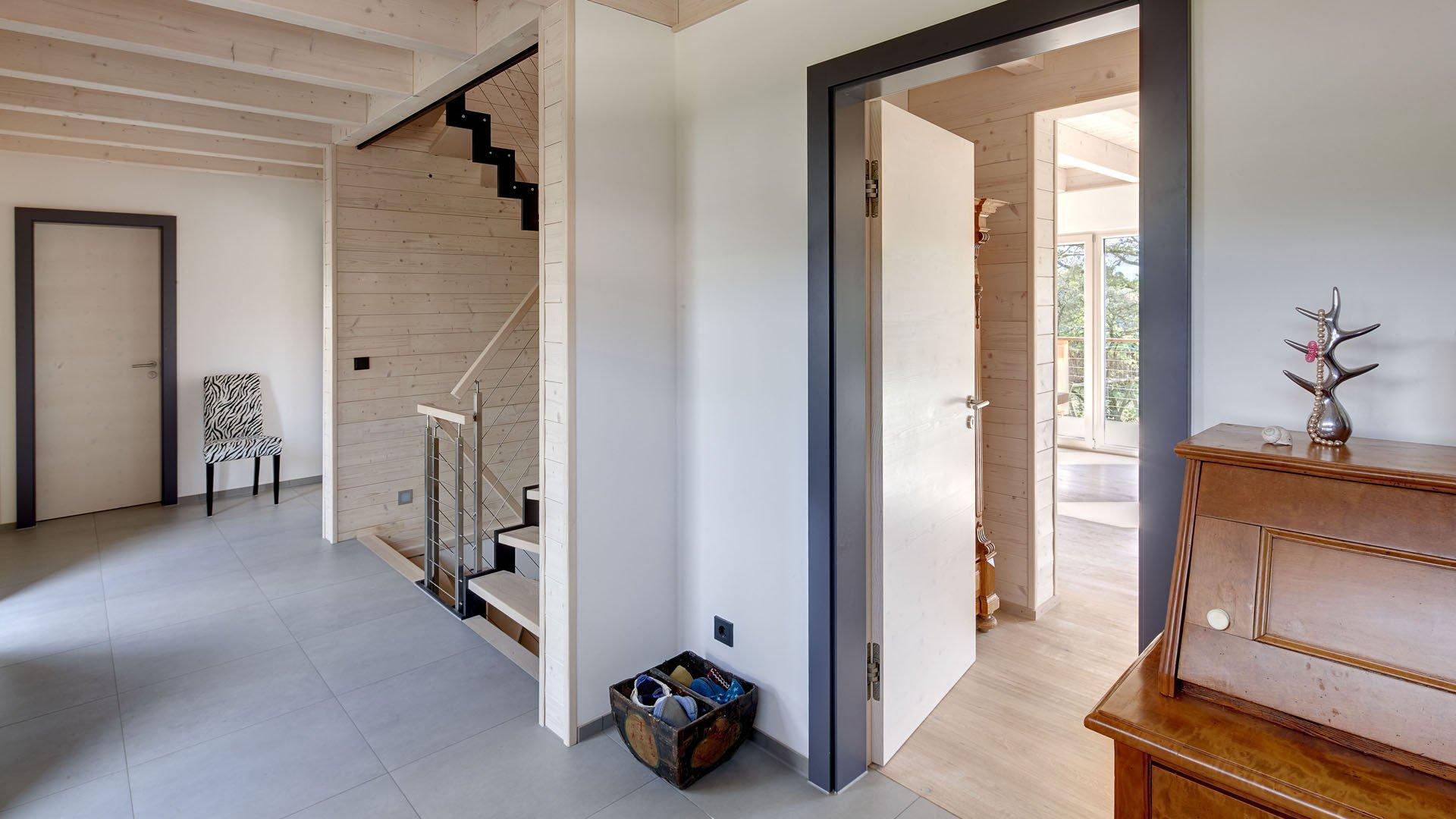 Flur mit Treppenhaus