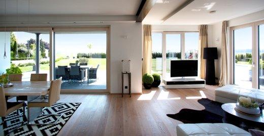 Moderne Fenster von Kneer-Südfenster leisten mit ihrem hohen Wärme- und Einbruchschutz einen wichtigen Beitrag zum behaglichen und sicheren Wohnen.