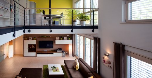 Die raumhohen Fenster, Terrassen- und Hebe-Schiebe-Türen von Kneer-Südfenster sorgen für traumhafte Perspektiven.