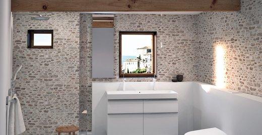 Das Dusch-WC Geberit AquaClean Sela passt in jedes Badambiente. Die Komforttoilette verfügt nun auch über die patentierte WhirlSpray-Duschfunktion.