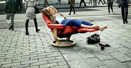 Mit dem LegComfort™ System, der elegant integrierten Fußstütze für Sessel und Sofas, eröffnet Stressless eine neue Dimension des Komforts und der Entspannung.