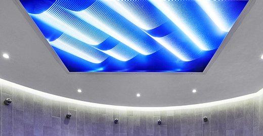 Das 3D Lichtstrukturglas vetroLoom sorgt als Lichtdecke für eine besondere Atmosphäre