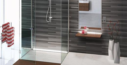 Schön und komfortabel: Ein bodenebenes Design-Bad mit Systemkomponenten von ACO Haustechnik: ACO Walk-in, ACO ShowerStep, ACO Lightline Pro.