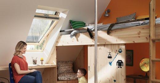 Ideal für das sommerliche Kinderzimmer: Die Hitzeschutz-Markise für Velux Dachfenster hält Hitze fern und lässt trotzdem ausreichend Tageslicht in den Raum.