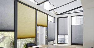 Kühler Kopf an heißen Tagen mit Wabenplissees – Passender Sonnenschutz am Fenster verhindert ein Überhitzen der Innenräume