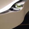 Die superdünne Materialstärke in Kombination mit dem organischen Design verleihen Sinea 2.0 eine ausgesprochen filigrane Optik. Unterstrichen wird diese frische Ästhetik durch eine neue organische Griffmulde für Auszüge und Türen, die durch Hinterlegung in einer Akzentfarbe oder eine integrierte Beleuchtung noch zusätzlich betont werden kann.
