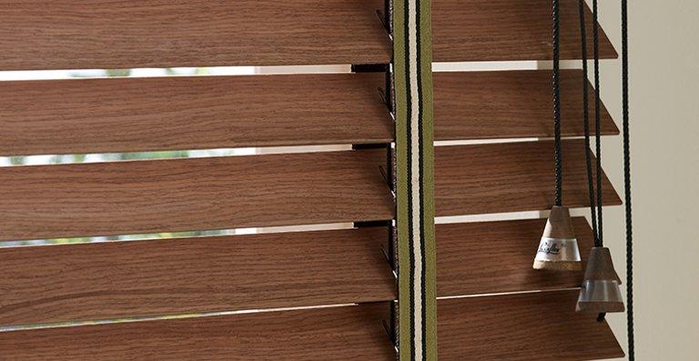 Ein breites Leiterband rundet den Retro-Look ab
