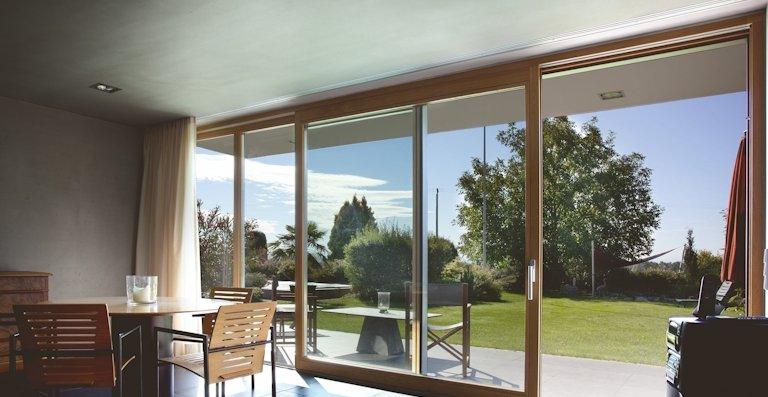 Die barrierefreie Verbindung zwischen Drinnen und Draußen bietet hohen Wohnkomfort.