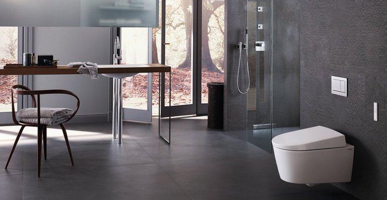 Normal und schlicht: Das Dusch-WC Geberit AquaClean Sela von Matteo Thun passt stilistisch in jedes Badambiente.