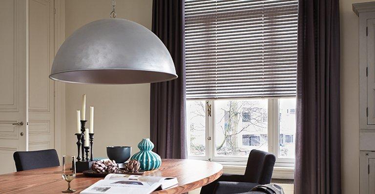 Luxaflex®-Jalousie kombiniert mit passenden Vorhängen – perfect match!
