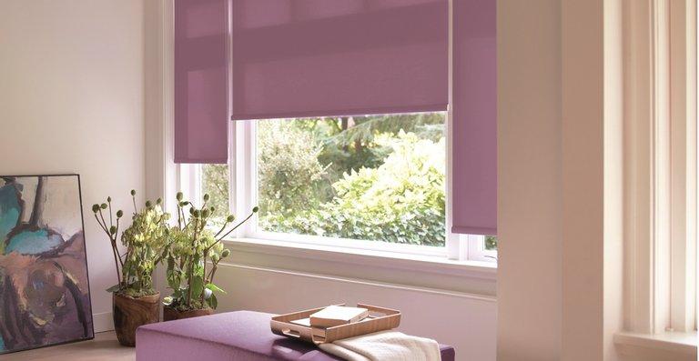 Das Büscher-Rollo in Lichtschutzqualität ist in vielen aktuellen Farben erhältlich.
