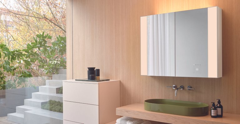 Aus der Zusammenarbeit zwischen burgbad und dem Forschungsinstitut Bartenbach ist eine innovative Neuentwicklung von Spiegelschränken und Leuchtspiegeln entstanden.