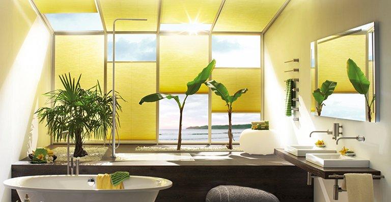 Luxaflex® DUETTE® Wabenplissee im Luxus Badezimmer