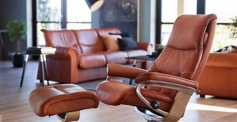 Erleben Sie die vollkommene Entspannung – mit dem Stressless View Relaxsessel mit Signature Untergestell, der sich mit dem BalanceAdapt™ System an jede Sitzposition anpasst.