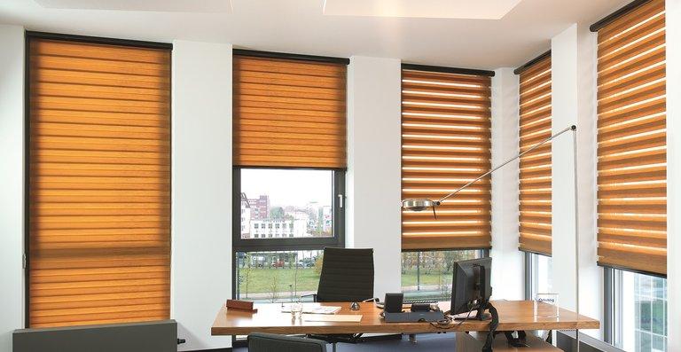 Das Büscher-Doppelrollo verschönert jedes Büro!