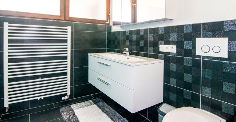 Waschbereich auf der rechten Bad Seite