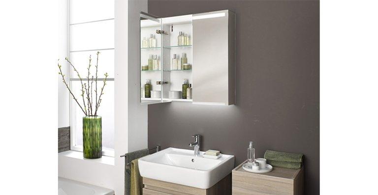 Komfort im Gästebad: Der Spiegelschrank Keramag Option BASIC ist mit weiß-mattem Korpus und in den Breiten 500, 550 und 600 mm erhältlich.