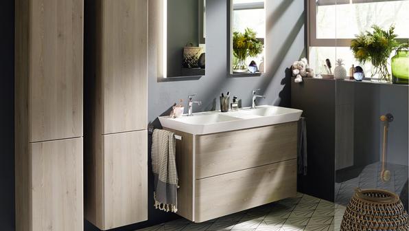 Iveo von burgbad bietet auch für das große Familienbadezimmer die passende Lösung.