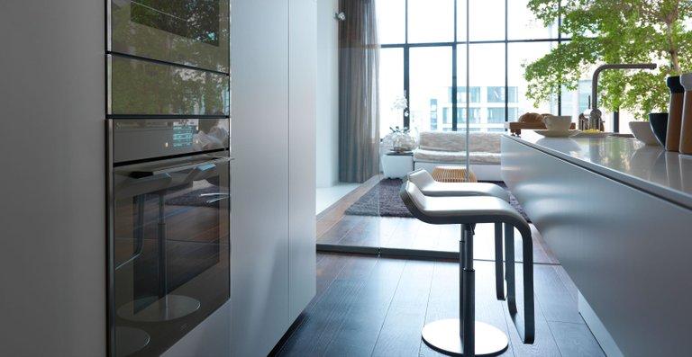 Frames by Franke bietet Backöfen auch mit Pyrolyse-Funktion, Kombi-Dampfgargeräte und -Mikrowellen sowie Wärmeschubladen. Durch ihr einheitliches Design lassen sich die Einbaugeräte harmonisch neben- oder untereinander anordnen.