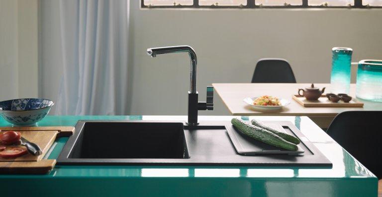 Das breite Sortiment an Edelstahl-, Fragranit+- und Fraceram-Spülen lässt kaum Wünsche offen: Vom kompakten Einzel- bis zum geräumigen XL-Becken, in der klassischen Einbauvariante, als SlimTop-Lösung oder in flächenbündiger Ausführung.