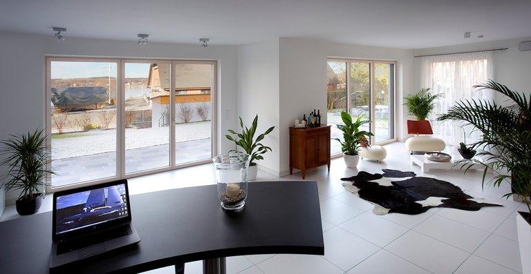 Optional lassen sich die Hebe-Schiebe-Türen mit besonderen Bedienfunktionen ausstatten oder mit moderner Haustechnik vernetzen.