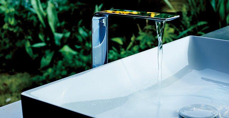 Die ZL ist ein eleganter Blickfang am Waschplatz. Mit viel Liebe zum Detail wurde sogar der Wasserstrahl gestaltet.