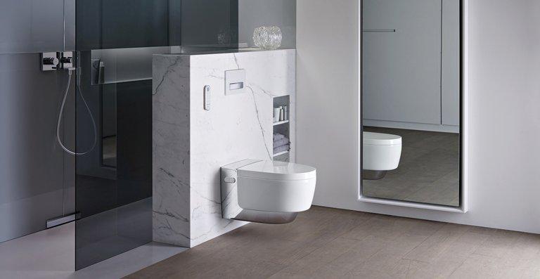 Elegant verpackt: Das neue Dusch-WC Geberit AquaClean Mera setzt neue Maßstäbe in Design und Technologie.
