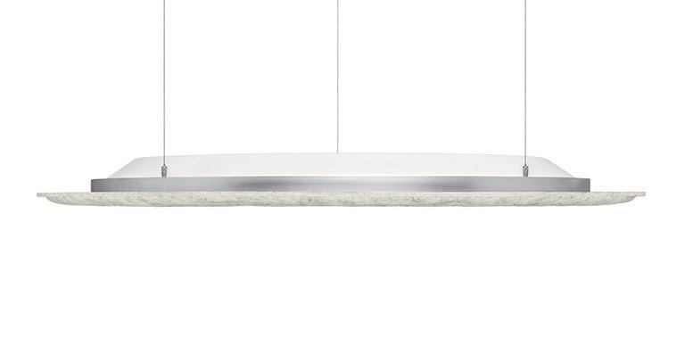 Das an filigranen Stahlseilen abgependelte Lighting Pad gibt wahlweise auch indirektes Licht ab.