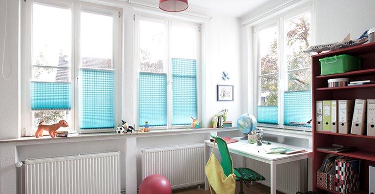 Sicht- und Sonnenschutz für den Arbeitsbereich im Jugendzimmer