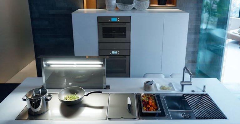 Alle Frames by Franke Komponenten sind auch funktional perfekt aufeinander abgestimmt: Die Dunstabzugshaube wird automatisch mit dem Kochfeld aktiviert.