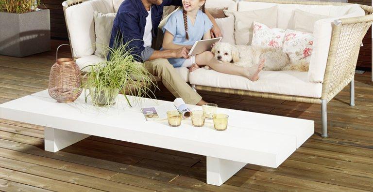 Die hochwertige Terrassendiele Kebony Character kreiert mit ihrem rustikalen Look eine gemütliche Atmosphäre und ist ideal für das Familienleben im Freien geeignet.
