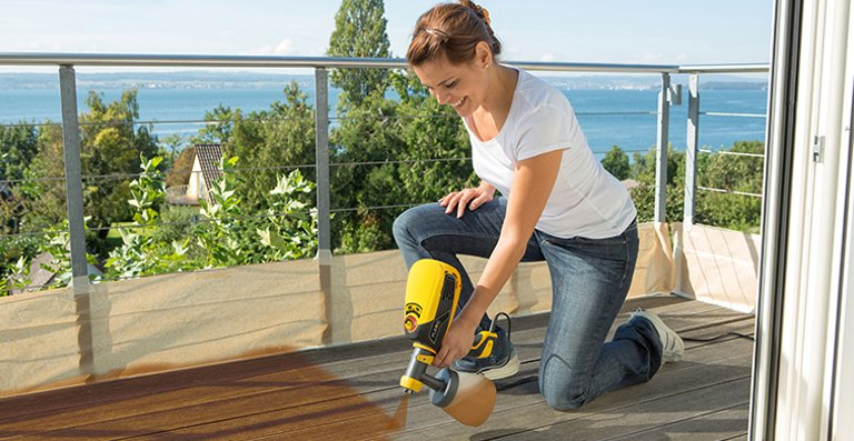 Holzdielen im Außenbereich brauchen Pflege. Kein Problem mit der WAGNER W 590 FLEXiO
