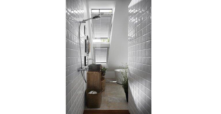 Jalousien sind feuchtigkeitsresistent und besonders leicht zu reinigen und damit der optimale Sichtschutz für das Badezimmer.