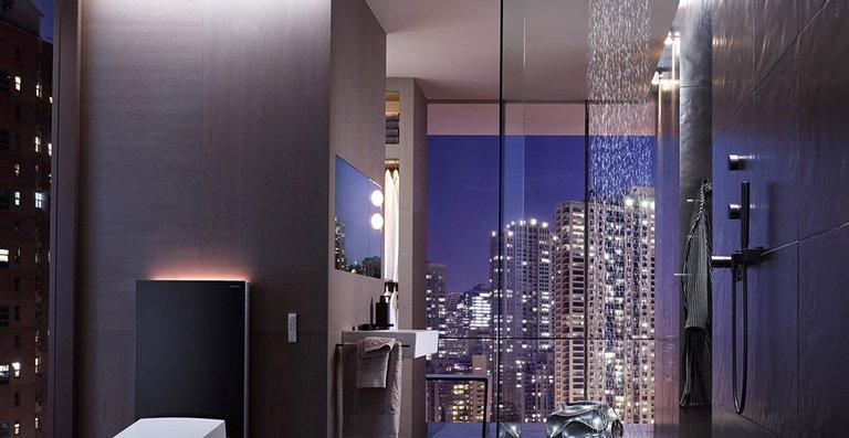 Design-Highlight: Das Dusch-WC Geberit AquaClean Sela ist mit dem stilvollen WC-Sanitärmodul Geberit Monolith kombinierbar.