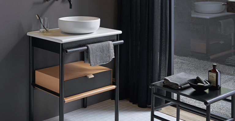 Mit den hochwertigen Möbeln lassen sich auch kleine Bäder wohnlich und edel ausstatten, ohne den Raum zu erdrücken.