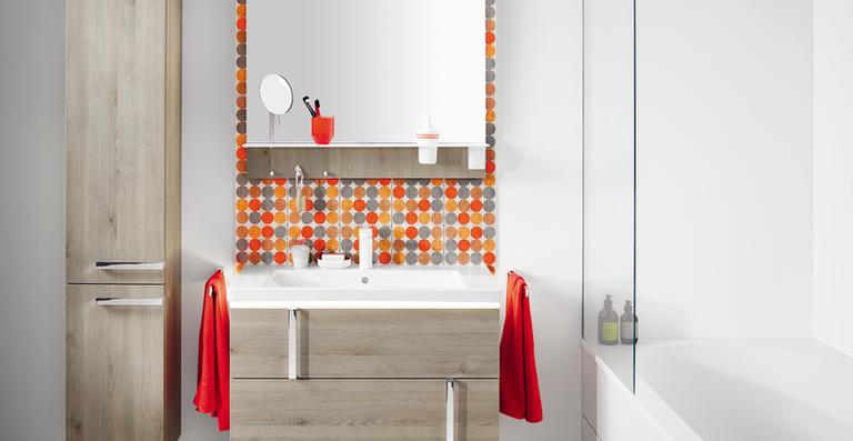 Eqio von burgbad bietet viel Design, optimierten Stauraum und individuelle Gestaltungsmöglichkeiten für wenig Geld.