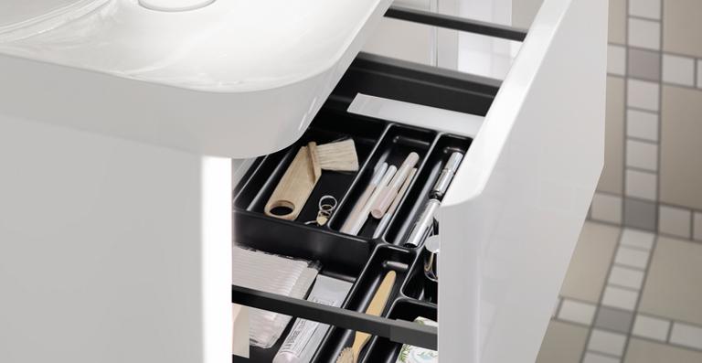 Schöne Dinge werden offen inszeniert und Privates ist in den Schubladen perfekt aufgeräumt.