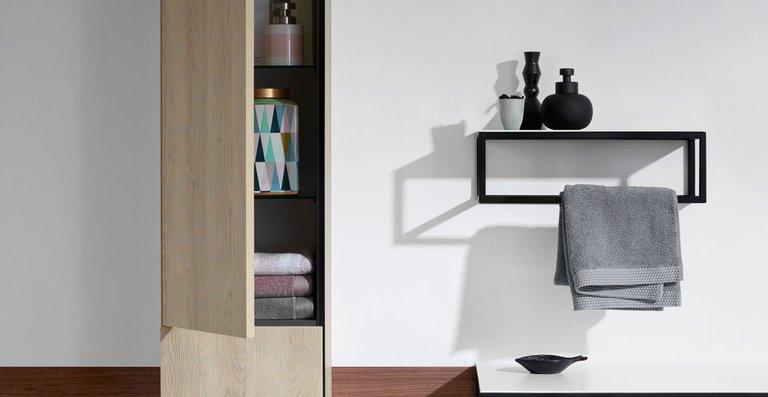 Junit bietet drei Hochschrank-Varianten, einen halbhohen Schrank sowie eine Wandablage.