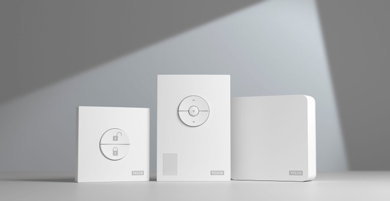 Das Velux Active-Paket besteht aus drei Bestandteilen: Dem Außer-Haus-Schalter, dem Raumklima-Sensor und dem Internet Gateway, als zentrales, verbindendes Element und Zugangspunkt zum Internet.