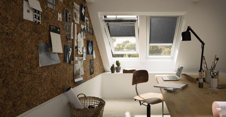 Sichtschutz-Rollos verhindern ungewollte Einblicke und ermöglichen blendfreies Arbeiten am Bildschirm bei ausreichend Tageslicht und harmonischer Lichtstimmung.