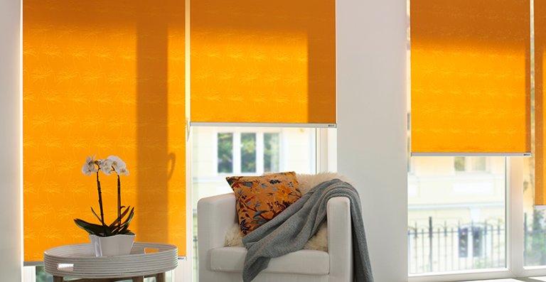Farbenfrohe eRollos bringen Frische in den Raum