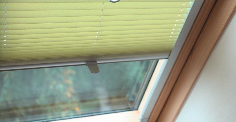 Büscher Plissees sind auch für Dachflächenfenster geeignet.