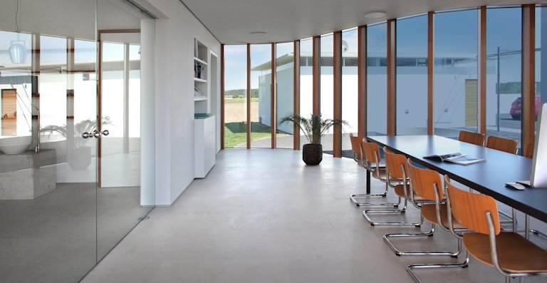 Schaltbares Glas ist die intelligente Beschattungslösung der Zukunft für moderne Glasarchitektur.