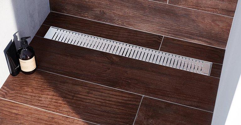Der neue Design-Rost ACO Piano in der bodenebenen Edelstahl-Duschrinne ACO Showerdrain M, Länge 800 mm.