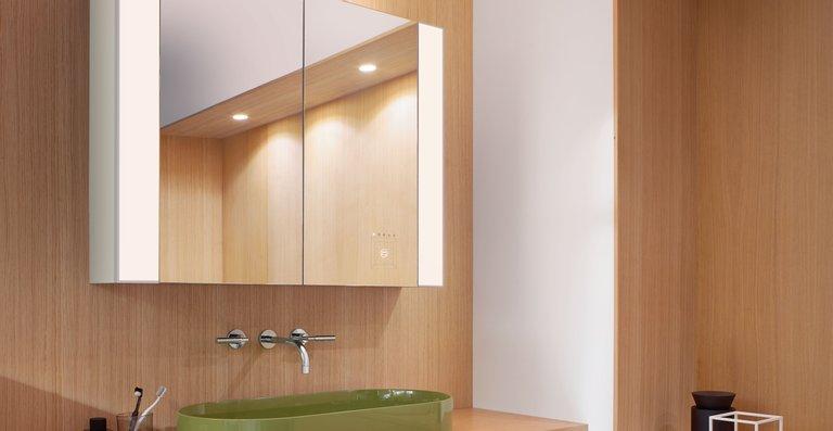 Aus der Zusammenarbeit zwischen burgbad und dem Forschungsinstitut Bartenbach ist eine innovative Neuentwicklung von Spiegelschränken und Leuchtspiegeln für die individuell optimierbare Raumausleuchtung entstanden.