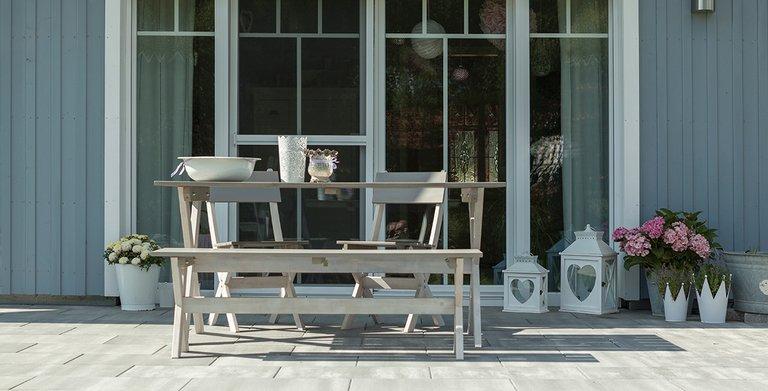 """Die Terrasse: ein schöner Platz für den """"Urlaub Zuhause"""" Copyright: Wolf-Haus"""