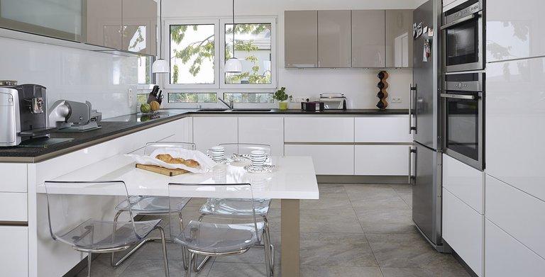 Moderne Küche mit Ausblick Copyright: WeberHaus