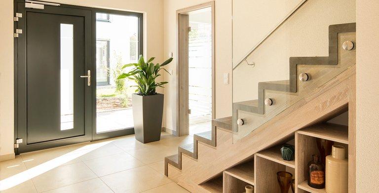 Haustür und Treppe Copyright: FingerHaus