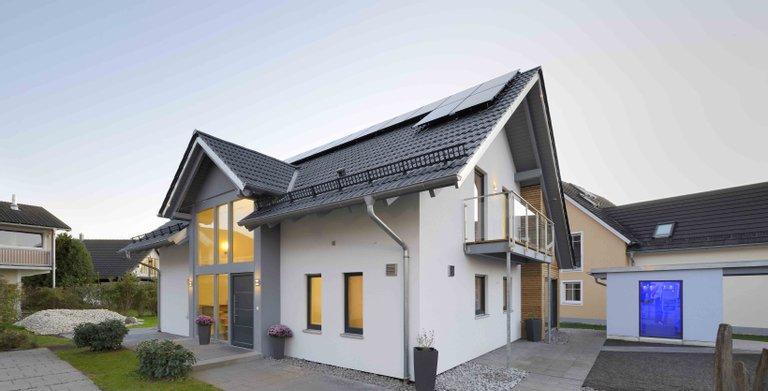 Satteldachhaus MAGOS Poing von KAMPA GmbH